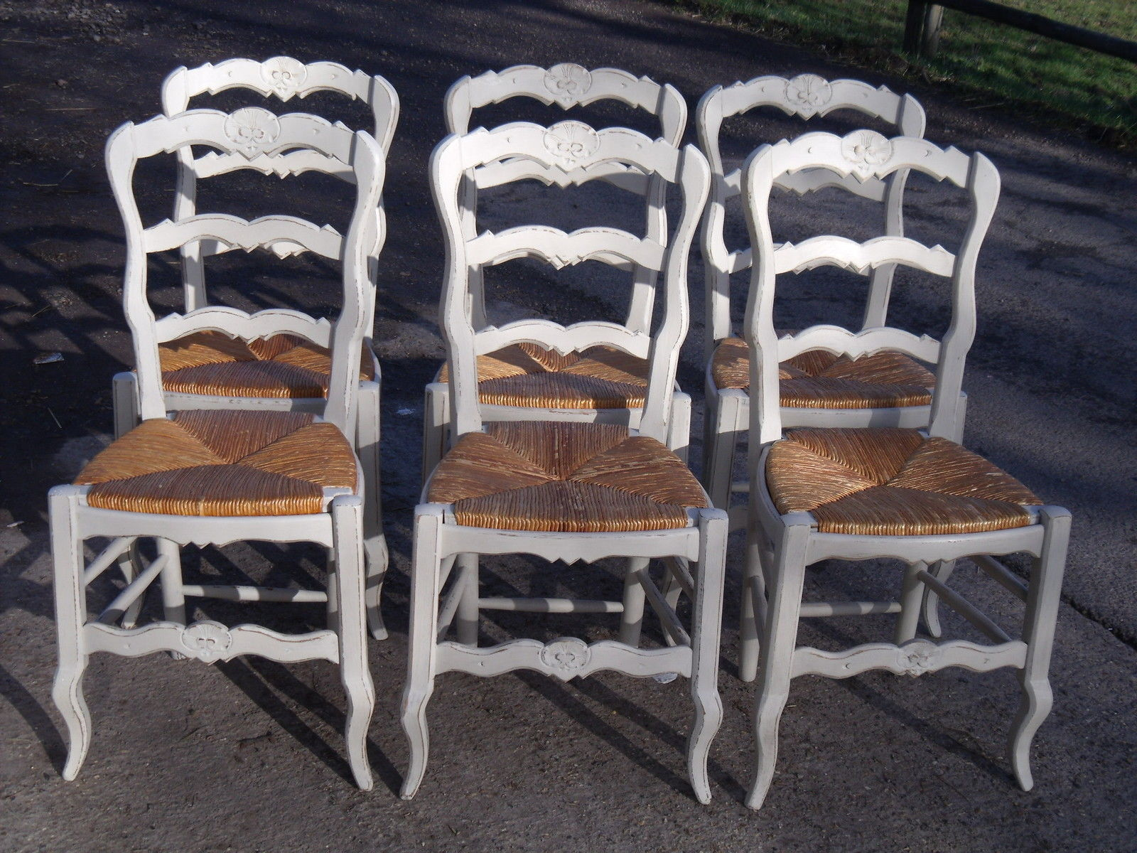 Set 6 vintage french painted oak country chairs with rush for Furniture in french